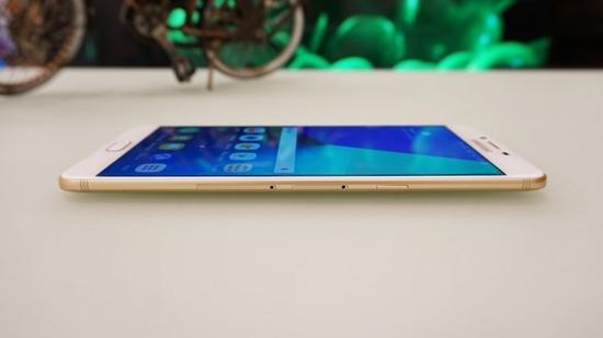 Samsung C9 Pro bi be man hinh