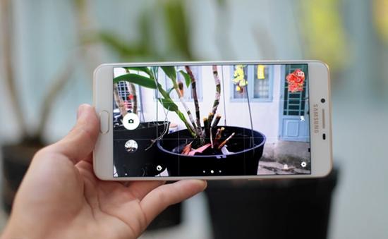 Samsung C9 Pro khoi dong lai lien tuc