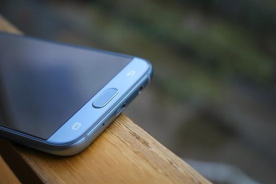 Samsung J7 Pro bi hu chan sac