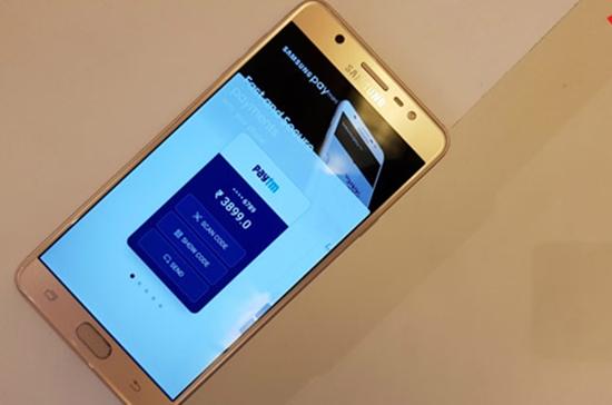 Samsung J7 Pro bi hu loa ngoai
