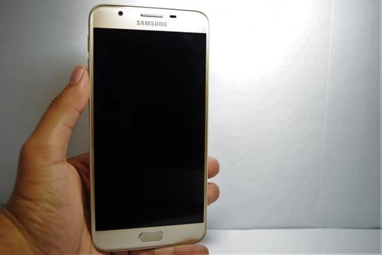 Samsung J7 Prime bi den man hinh