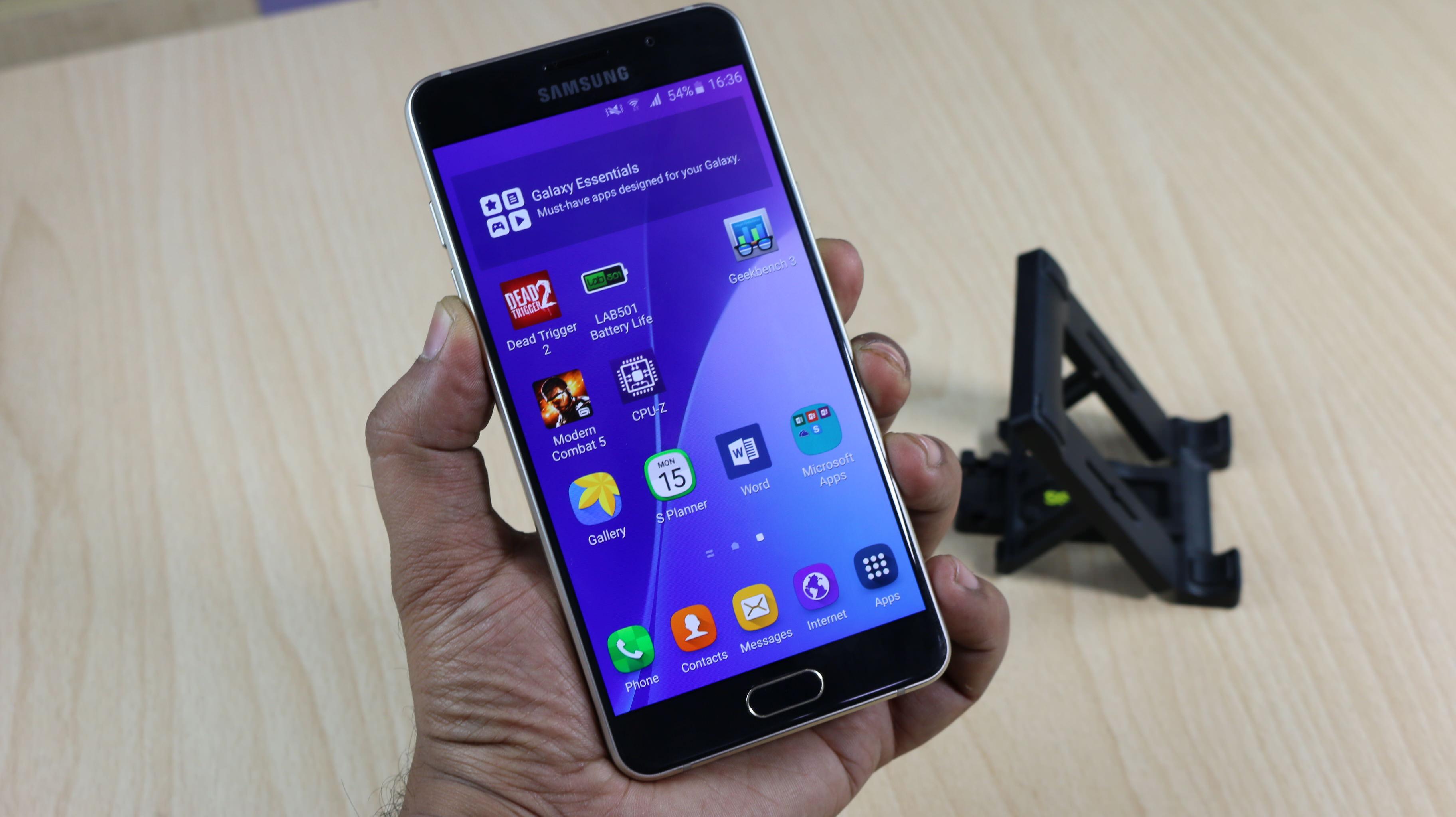 Phải làm sao khi Samsung A5 2016 bị rớt bể màn hình?